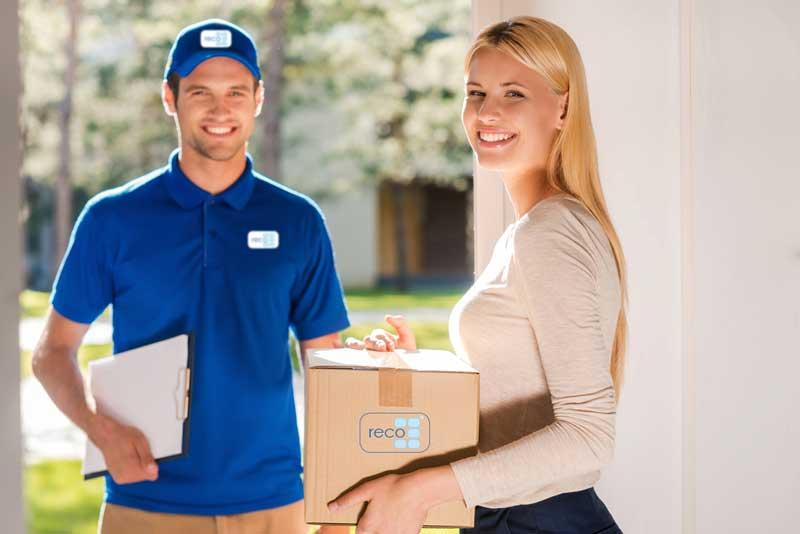 Resultado de imagen para mujer haciendo delivery